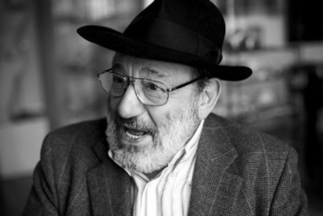 Umberto Eco fotografiado por Jordi Socías en Sevilla en 2010