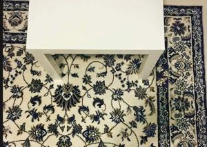 Você consegue encontrar o celular camuflado neste tapete?