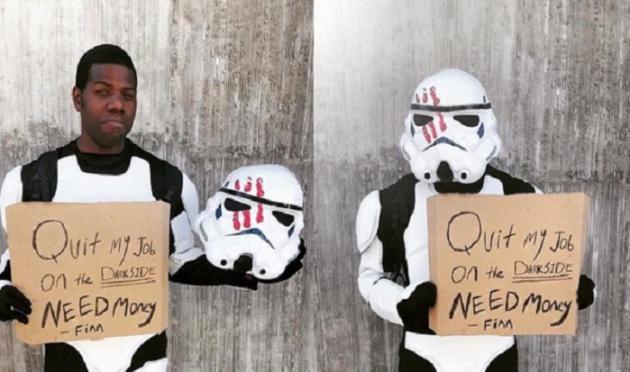 'Finn' de Star Wars pide dinero en el centro de la Ciudad de México