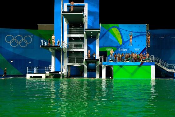 Piscina fica verde na Rio 2016 e ninguém sabe o motivo