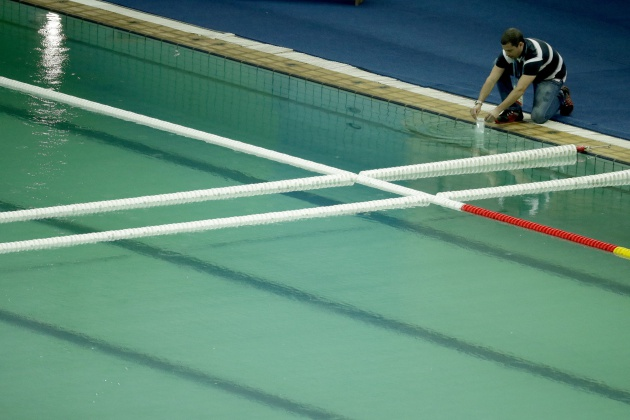 Cierran temporalmente la piscina de saltos de los juegos for Recuperar agua piscina verde