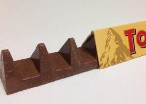 Toblerone britânico encolhe para economizar chocolate e consumidores culpam Brexit