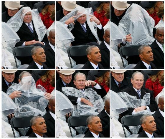 Bush, tentando colocar a capa impermeável