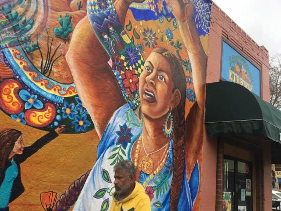Las tiendas que venden productos mexicanos en ee uu for Mural de la casa del migrante analyse