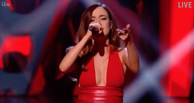 Clara Hurtado durante su actuación en The Voice UK / ITV