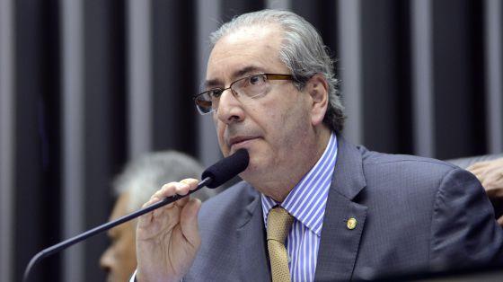 Mesmo investigado na Suíça, Eduardo Cunha mantém poder e cerco a Dilma