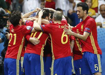 e077995476 Espanha vence a Turquia por 3 a 0 e se classifica na Euro