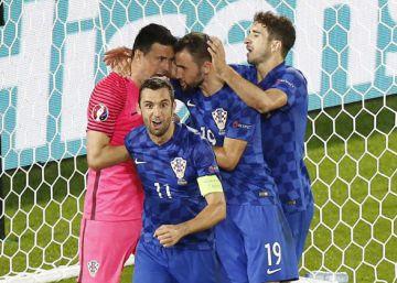 b1d46a20c2 Croácia vence a Espanha de virada e se classifica