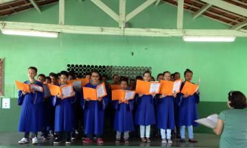Coral de alunos da Padre Pedro Inacio.