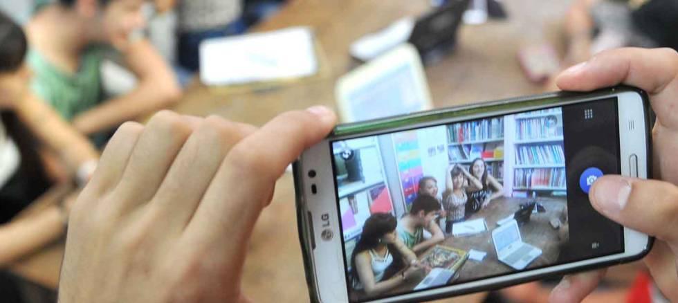 Recursos, trucos y aplicaciones para espiar celulares por internet