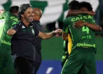 594c91c85 Avião que transportava time da Chapecoense cai na Colômbia · Chapecoense é  declarada campeã da Copa Sul-Americana