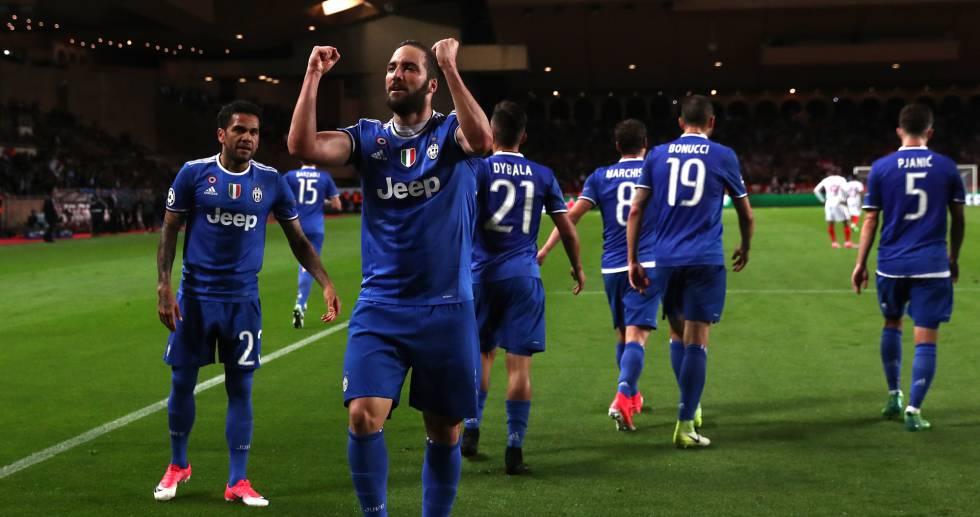 Juventus vence o Monaco por 2 x 0 e fica perto de vaga na final da  Champions League ac218bc15503c