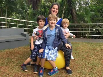 Anne e os filhos Joaquim, 7, Tomás, 5, Iolanda, 1 ano.