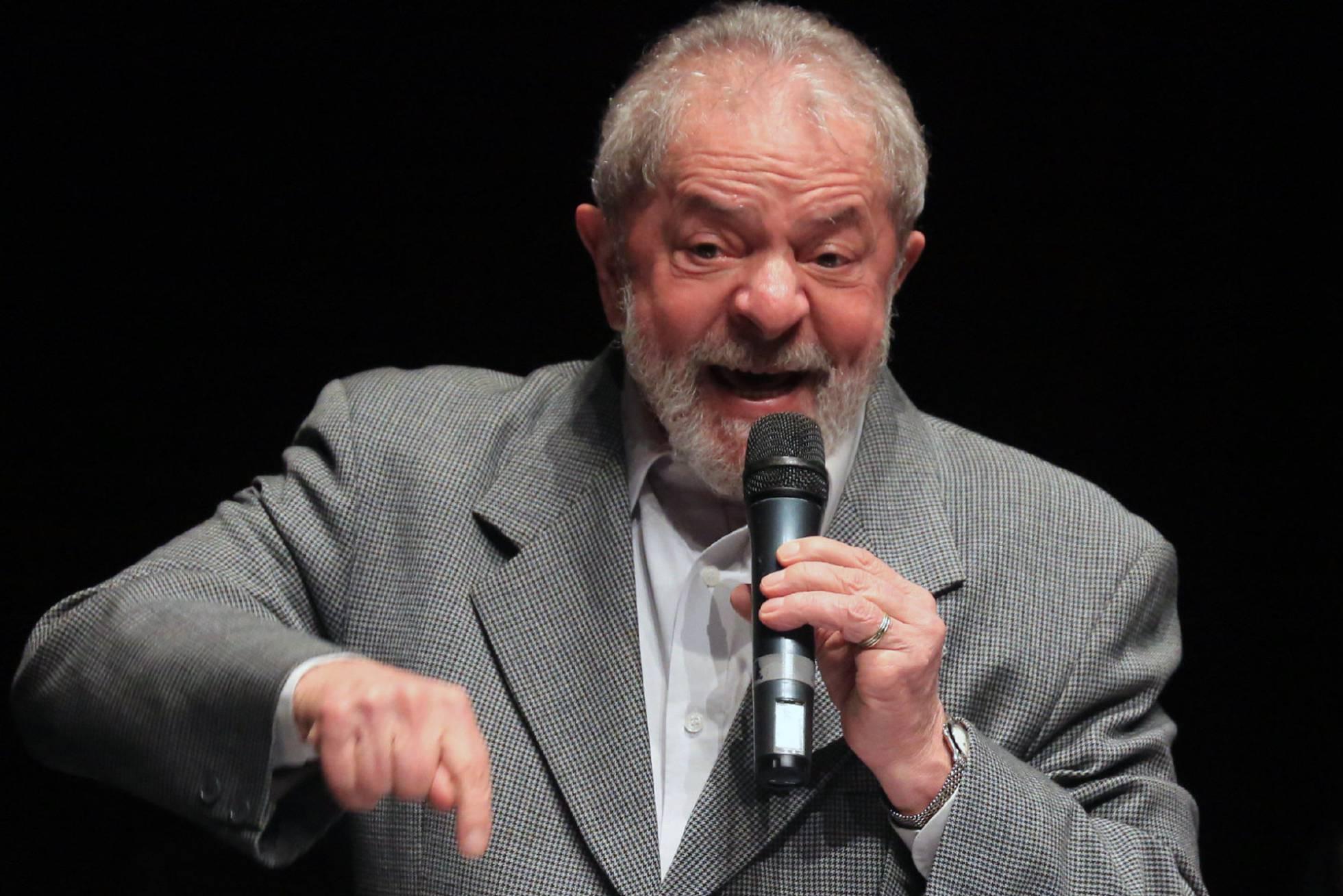 Lula é condenado a 9 anos de prisão por Sergio Moro em caso do triplex