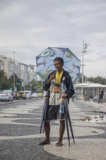 Rodolfo Dias, 52 anos, é vendedor ambulante. Reclama do aumento do trabalho informal na cidade e na queda do turismo