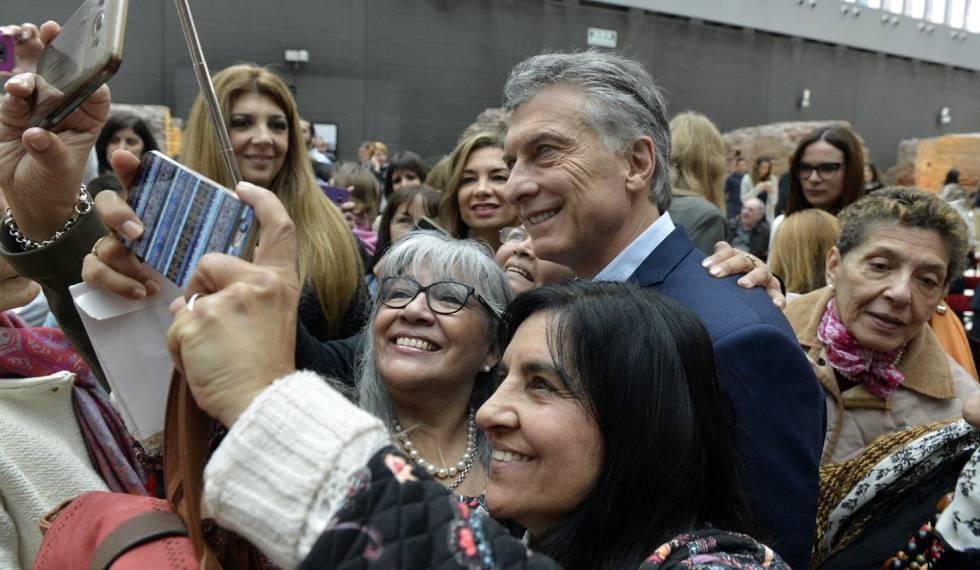 """Na esteira da reforma trabalhista no Brasil, Macri ataca """"indústria de ações"""""""