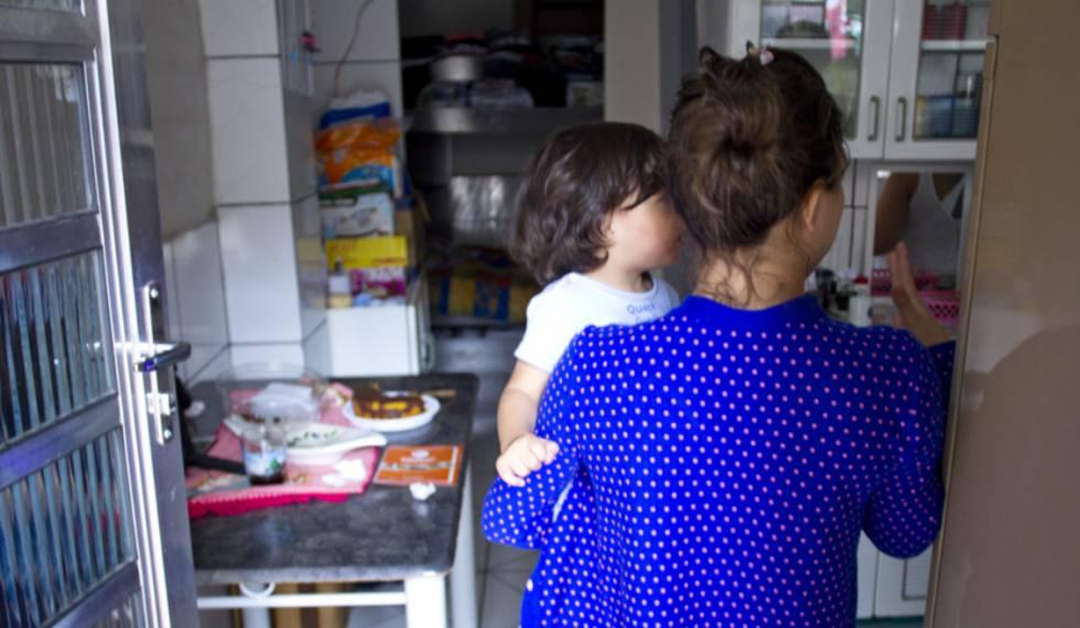 A venezuelana Vitória deixou o presídio quando o filho, a quem deu à luz no cárcere, tinha seis meses
