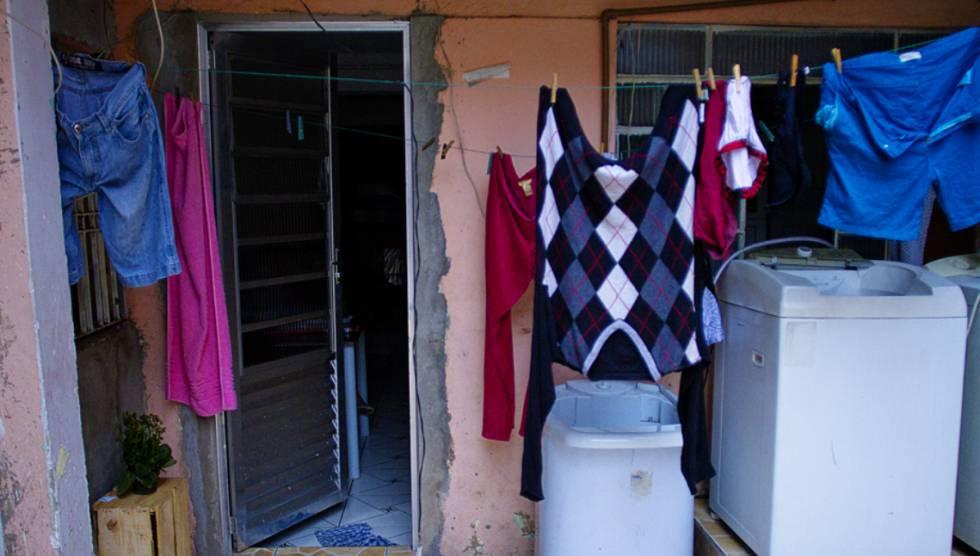 A casa onde Vitória vive com a mãe e o filho, na periferia da zona norte de São Paulo