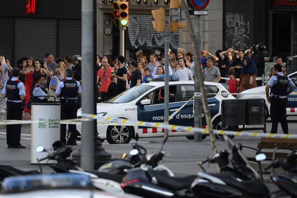 Van atropela pedestres em Barcelona