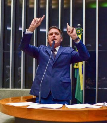 """Bolsonaro, o 'lobo solitário' já sonha com a glória de """"endireitar"""" o Brasil"""