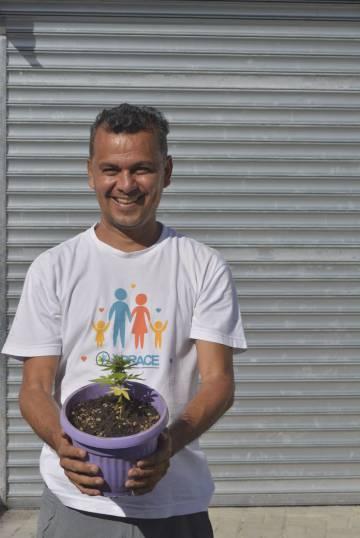 Cassiano Teixeira fundou a Abrace Esperança, única associação de pacientes com liminar que protege seu cultivo de cannabis para produção de óleo medicinal.
