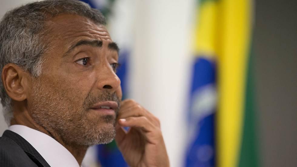 Romário explica projeto para transformar seleção em patrimônio cultural brasileiro.