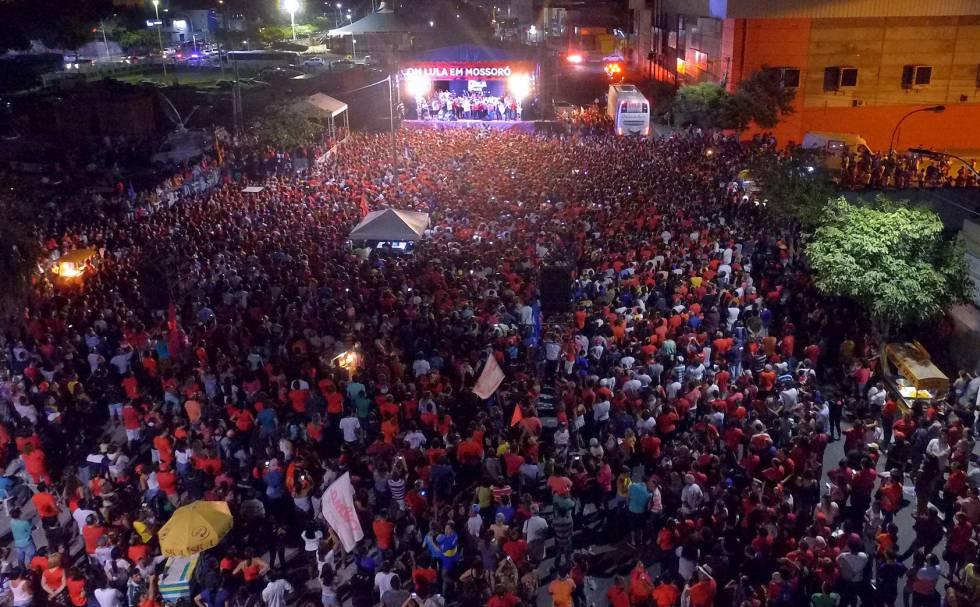 1504471622 588529 1504472114 noticia normal - Mar de gente como escudo para campanha de Lula, alvo de nova denúncia