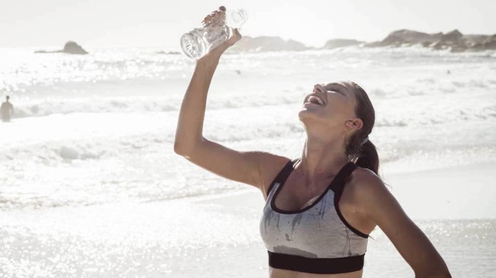 Seis sinais de que seu corpo pede mais água (mesmo que você não tenha sede)