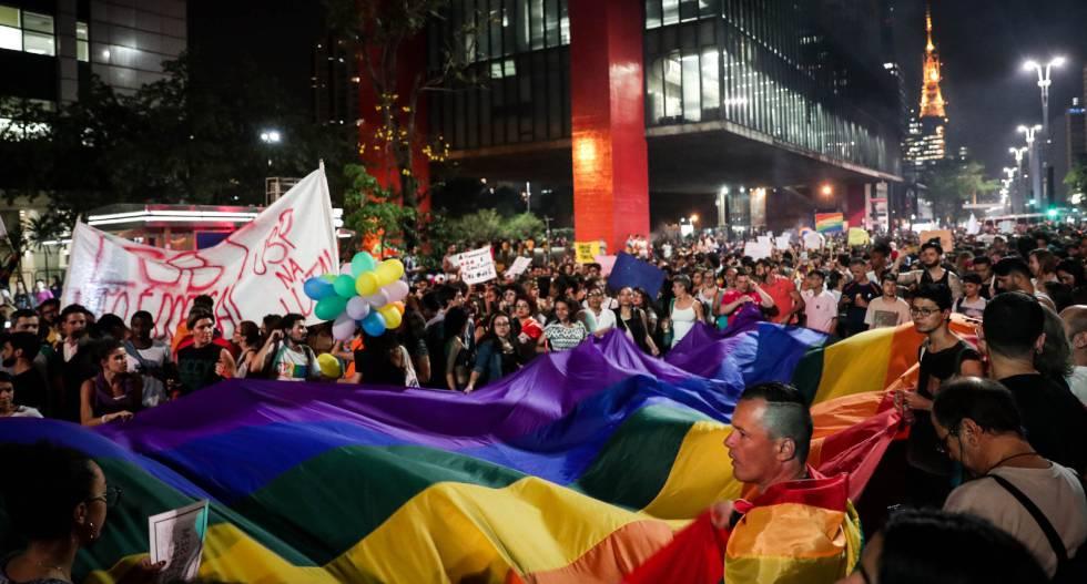 """Multidão protesta em São Paulo contra a 'cura gay': """"Não somos doentes!"""""""