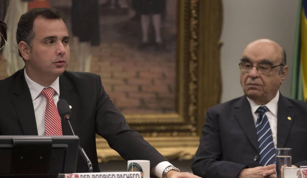 O presidente da Comissão de Constituição e Justiça da Câmara dos Deputados, Rodrigo Pacheco (PMDB), e o deputado Bonifácio de Andrada (PSDB), relator da segunda denúncia contra o presidente Michel Temer