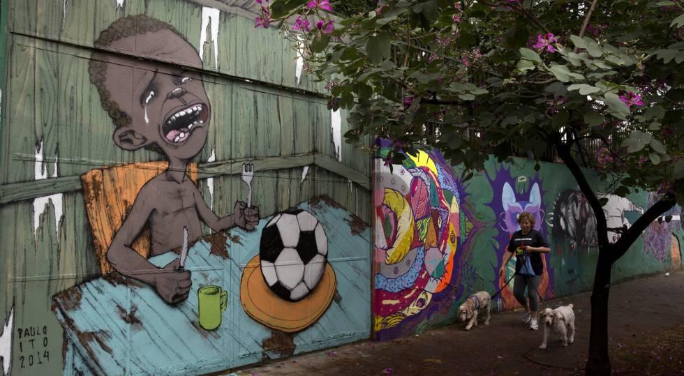 Mural do artista Paulo Ito em uma rua de São Paulo.