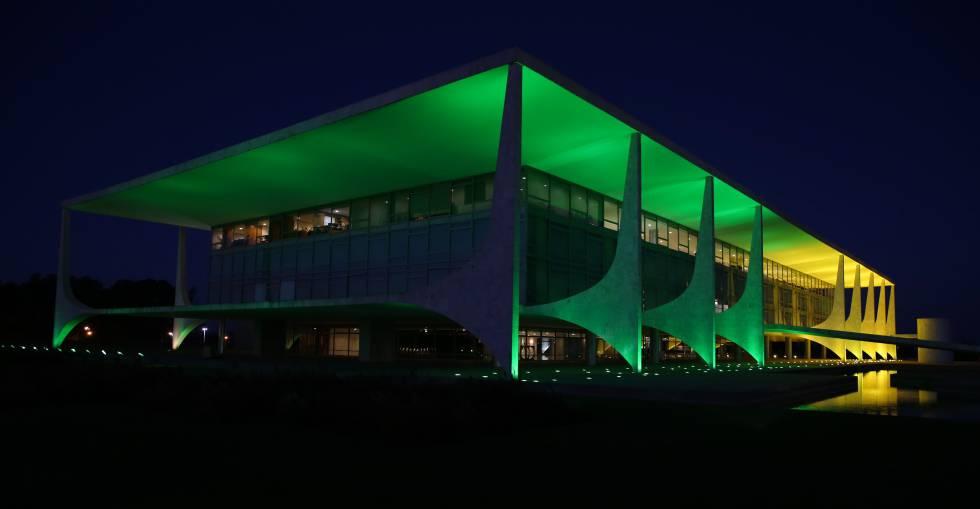 Resultado de imagem para hulk o palácio do Planalto