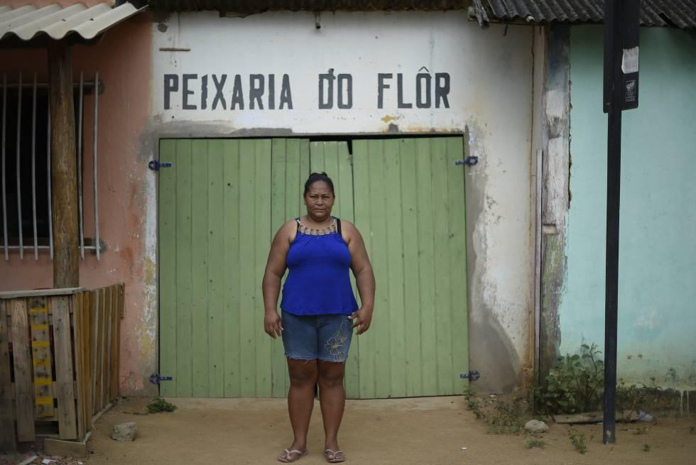 Ausimara Passos e o marido, Seu Flôr, tiveram que fechar as portas da peixaria que tinham em Regência, no Espírito Santo.