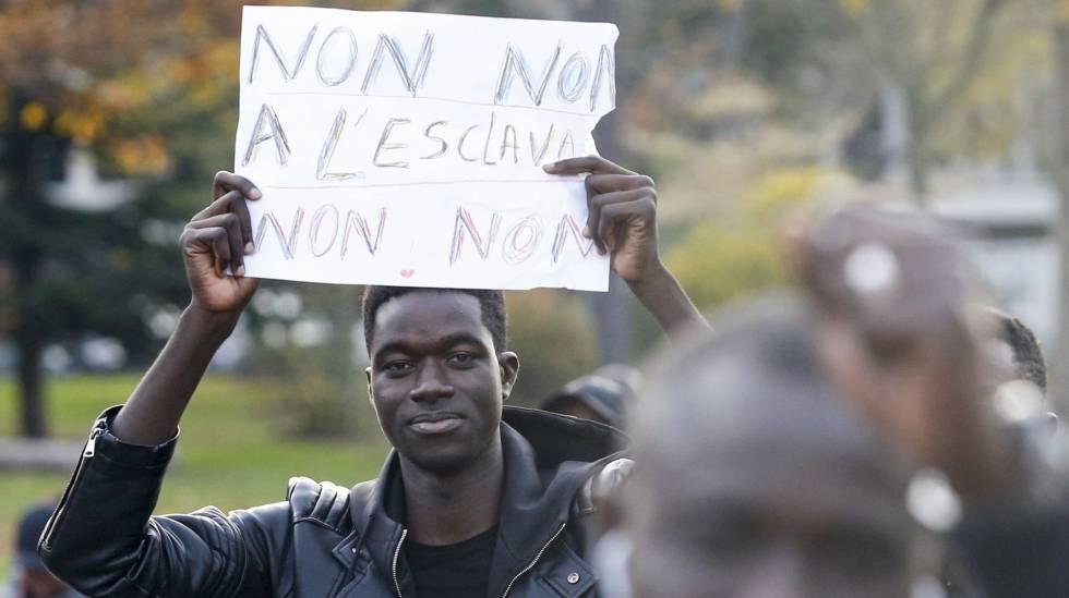 Manifestação em Paris contra a escravidão na Líbia