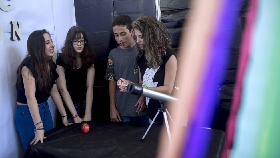 Patrulha moralista persegue colégio do Rio e boicota trabalho sobre identidade de gênero