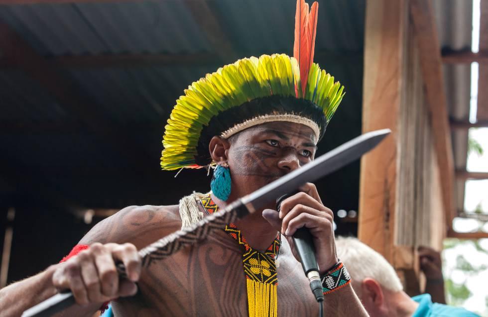O cacique Gilliard Juruna, da Aldeia Muratu, é uma das principais vozes contra Belo Sun. Na foto, ele fala na audiência pública da Vila da Ressaca, na Volta Grande do Xingu