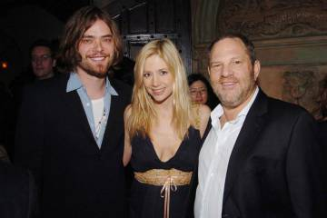 Chris Backus, Mira Sorvino e Harvey Weinstein em una festa da HBO em 2006.
