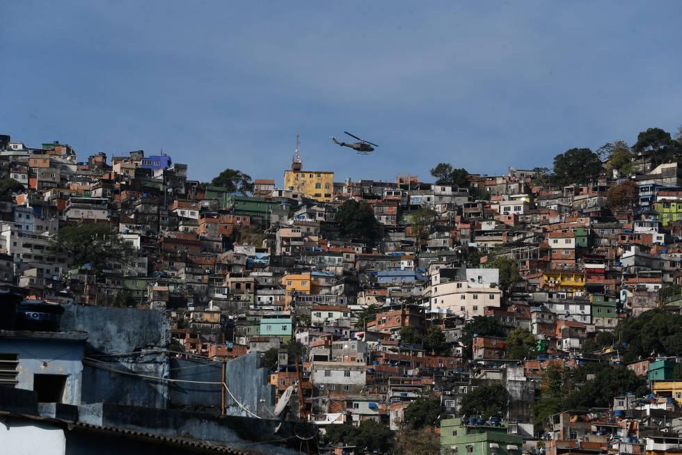 Operação de segurança contra confrontos entre traficantes na favela da Rocinha, no Rio de Janeiro.rn