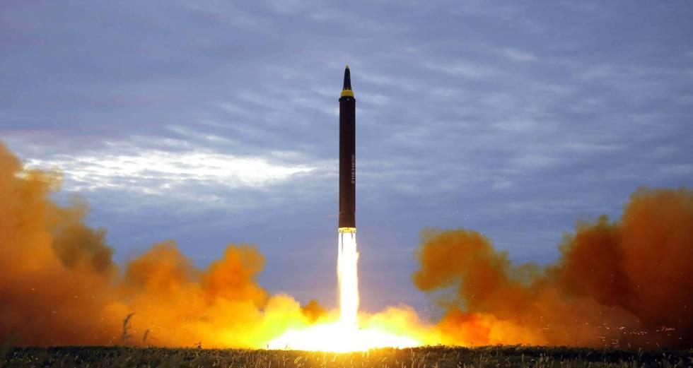 Míssil Hwasong lançado pela Coreia do Norte em agosto e que passou por cima do Japão