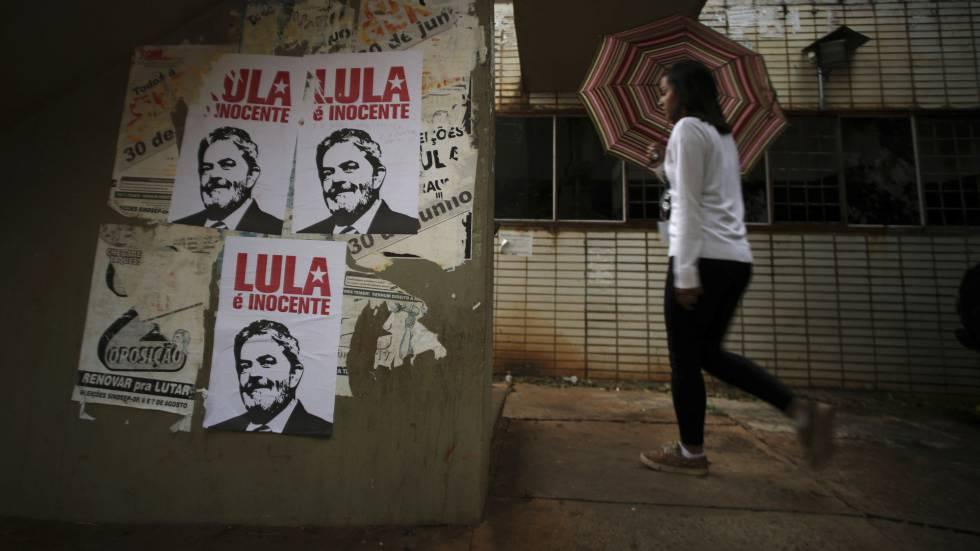 Cartazes em defesa de Lula, em Brasília.