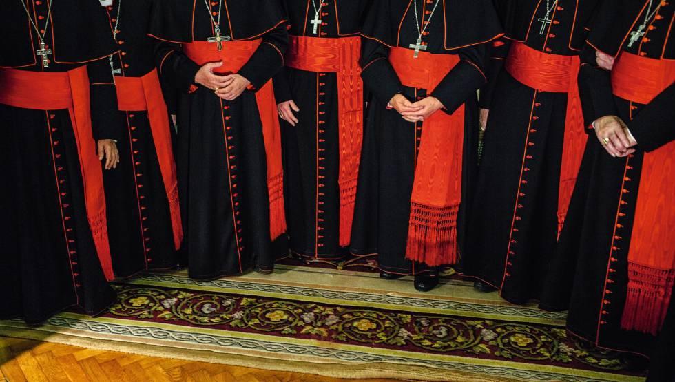 Monstros, santos e intrigas: novo livro revela a fascinante história dos Papas