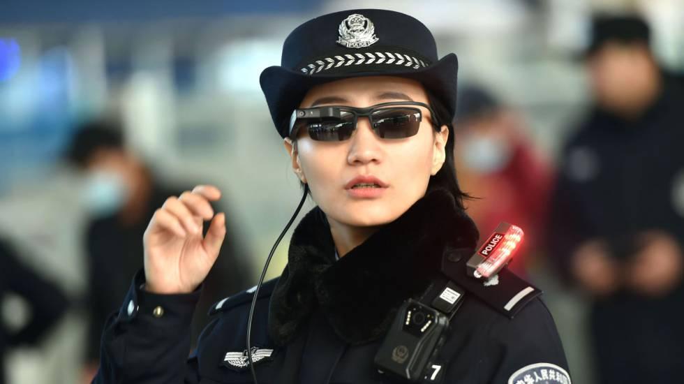 6478ada8bb3e3 Polícia chinesa usa óculos com reconhecimento facial para identificar  suspeitos