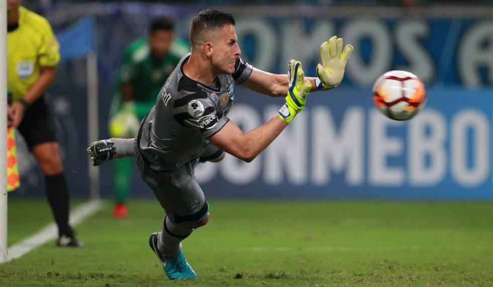 4133d2f1a6 Marcelo Grohe pega pênalti e Grêmio é bicampeão da Recopa Sul-Americana