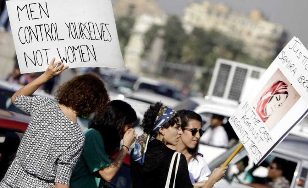 Mulheres egípcias protestam contra assédio sexual em junho de 2014.