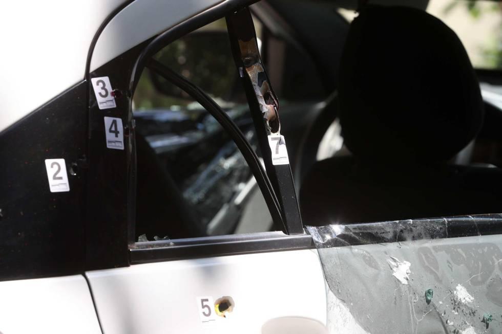 As marcas de tiro que atingiram o veículo onde estava Marielle Franco e o motorista Anderson Gomes.