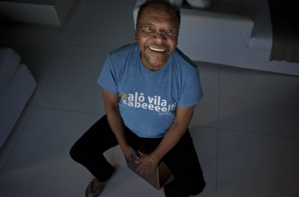Martinho da Vila, em seu apartamento na Barra da Tijuca