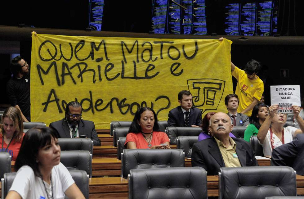 Protesto na Câmara de Deputados questiona quem matou Marielle Franco.