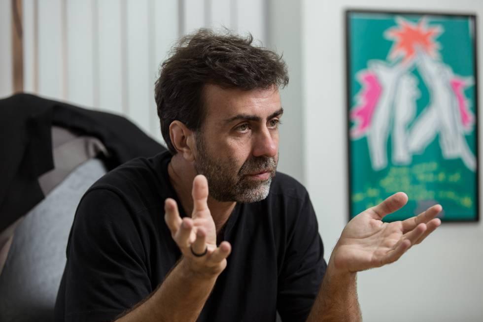 O deputado estadual Marcelo Freixo, em seu gabinete.