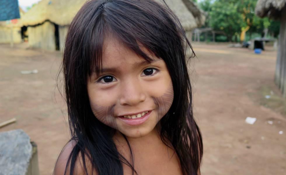 Área das casas na aldeia Nãsepotiti está sempre tomada de crianças de todas as idades.rn