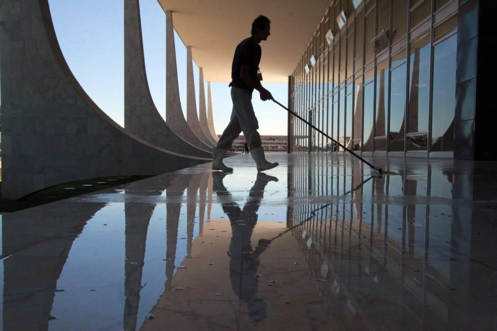 Limpeza no edifício do STF
